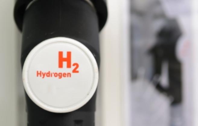 واکنش سدیم هیدروکسید (سود) با آلومینیوم